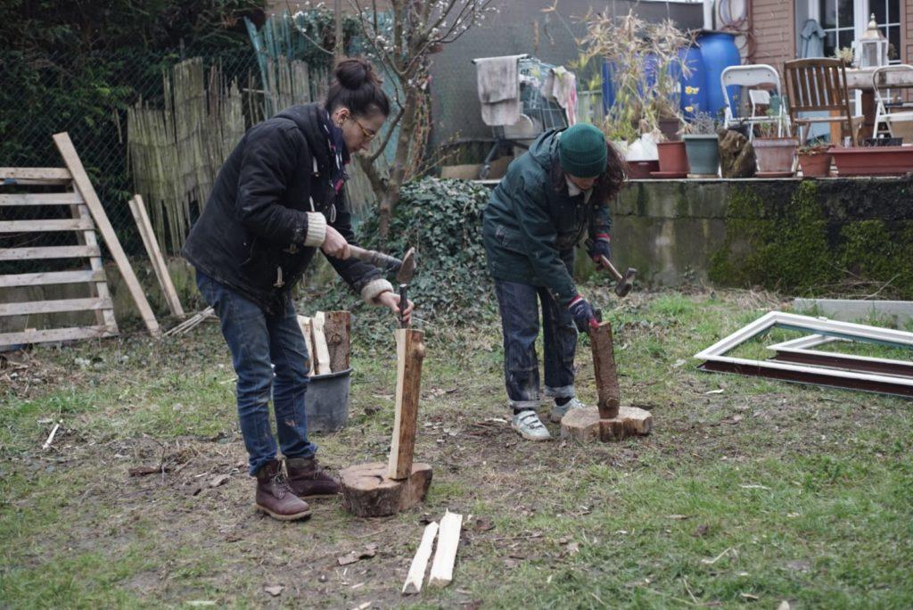 Pour les cuissons au bois, il est recommandé d'utiliser un bois résineux fendu en très fines bûchettes.